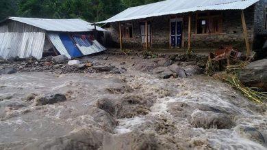 Photo of दोलखाका विभिन्न स्थानमा आएको बाढी र पहिरोले एकजनाको मृत्यु, दर्जनौं घरमा क्षति (फोटो फिचर)