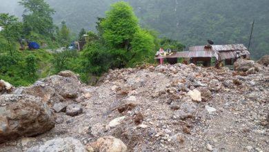Photo of पाल्पामा पहिरोले ५ घर बगायो, एकजनाको मृत्यु एकजना बेपत्ता, सिदार्थ राजमार्ग अबरुद्ध
